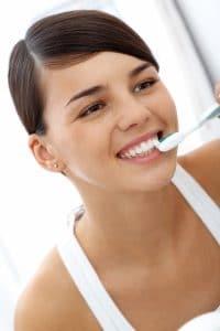 צחצוח שיניים עם אינויזליין