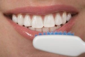 צחצוח נכון עם מברשת שיניים