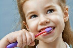 """צחצוח שיניים ילדים - מרפאת מומחים ד""""ר עיני"""